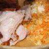 helstegt pattegris udskåret med coleslaw