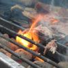 helstegt pattegris udskåret på grill