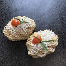 På billedet vises 2 bagtkartoffel med kartoffelmos i midten