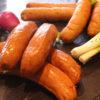 Billedet viser chili-chesse grillpølser